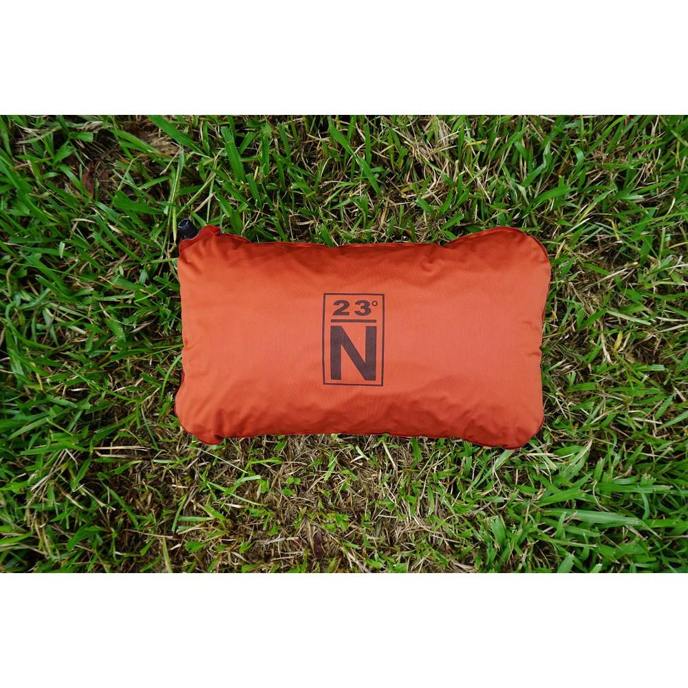 北緯23度 自動充氣枕 橘紅色 枕頭 收納枕 充氣枕 露營 野餐 午休 午睡 靠枕 午睡枕 枕【露戰隊】